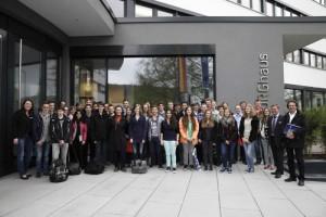 """34 Schülerinnen und Schüler des Projekts """"MINToringSi"""" besuchten in der vergangenen Woche zusammen mit ihren Betreuern (MINToren) die Maschinenfabrik Heinrich Georg in Kreuztal-Buschhütten."""