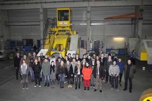 Unser Gruppenbild der MINToringSi-Besucher und der an der Veranstaltung beteiligten DDS-Ingenieure entstand beim Betriebsrundgang.