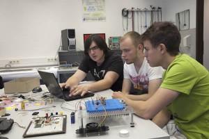 In einem weiteren Workshop wurde eine temperaturgesteuerte Lüfterregelung mit einem Mikrocontroller realisiert.