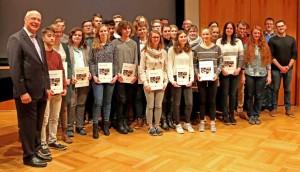 In einer Feierstunden erhielten die Schülerinnen und Schüler ihre Aufnahme-Zertifikate in das Programm MINToringSi.